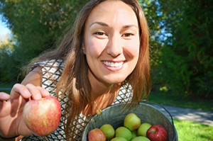 Casey_Hamilton_apple-basket_370px
